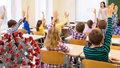 Děti zasedly v Praze do školních lavic. Někde s rouškou, jinde bez, ale zato s dezinfekcí v každé třídě