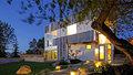 Neuvěřitelné! Dům vybudovali ze stavebního odpadu a recyklovaných materiálů