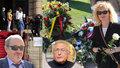 Pieta za Jiřího Menzela (†82): Svíčky na chodníku! Geislerová v černé, Preiss mluvil o setkání před smrtí