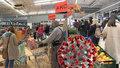 Koronavirus ONLINE: Rána pro malé obchody od ministra, 7360 mrtvých v ČR a Prymula u Babiše