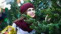 Vybíráme vánoční stromek. Na co si dát při nákupu pozor a jak o něj pečovat?