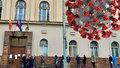 Praha 3 proti vládním nařízením: Radnice rozšířila úřední hodiny. Lidé mrznou ve frontě před úřadem, zlobí se starosta