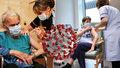 V Praze se začalo s očkováním v domovech pro seniory. Dostane se na personál i klienty