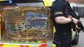 V Irsku zadrželi českého kamioňáka s milionem eur v hotovosti: Peníze byly v pytlích