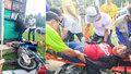 Bizarní nehoda motocyklistky z Thajska: Zapíchla hlavu do stojanu benzinky