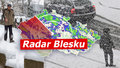 Po přívalech sněhu desítky nehod. O víkendu přijde déšť i teplotní šok, sledujte radar Blesku