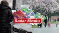 Východ Česka v úterý zavalí sníh, napadne až čtvrt metru. Sledujte radar Blesku