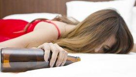 Alkoholismus u žen: Jak poznáte, že vaše kamarádka potají pije?