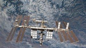 Nad Českem poletí vesmírná stanice, bude viditelná okem. Odkud ji pozorovat?