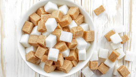 Bílý, nebo hnědý cukr? Nenechte se zmanipulovat!