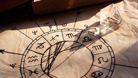 Velký horoskop na září: Lvy čeká spousta sexu, Panny osudová láska
