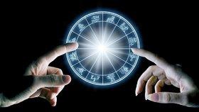 Velký horoskop na říjen: Kozorozi by měli zvolnit hektické tempo, Berani budou utužovat vztahy