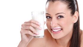 Vše, co byste měli vědět o mléce: Nezahleňuje a čerstvé není zdravější než trvanlivé