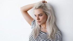 Velký test silver šamponů: Který vás dokáže zbavit žlutých podtónů?