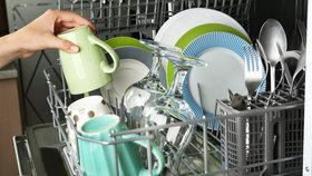 Marně sháníte opraváře ledničky či myčky? V Česku jich chybí stovky, varuje sdružení