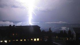Do Česka vpadly bouřky a vichr, sledujte radar. Na řadě míst je pořádně dusno