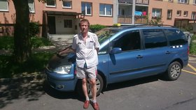 Taxikář z Ostravy andělem strážným: Zachránil život seniorce a dál o ni pečuje