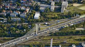 Odborníci testovali lanový most na Jižní spojce. Doprava se na něj vrátila v neděli odpoledne