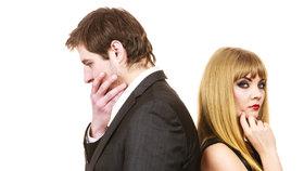 Poznáte, že vám partner zahýbá? Na tyhle signály si dejte pozor