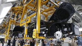 """""""Tikající bomba"""" a """"konec zlatého věku."""" Výroba automobilů v Německu se řítí dolů"""