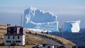 Ke Kanadě připlul obří ledovec: Je větší než ničitel Titaniku