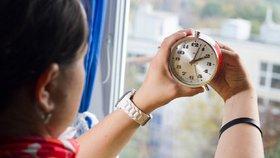 Proč se mění čas a čeká nás poslední změna? Kritici se dočkali