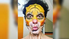 Obličej, který baví! Poznáte modelku schovanou za pleťovou maskou?