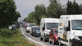 Dva měsíce dopravních komplikací: Spojku mezi Uhříněvsí a Pitkovicemi omezí stavba vodovodu