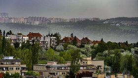 Jaké počasí čeká Prahu? Probouzet se budeme do podmračených, chladných a deštivých rán