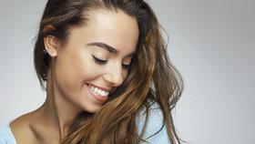 7 superpotravin, které udělají váš úsměv krásnějším