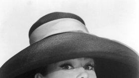 Audrey Hepburn: Přejídala se, kouřila tři krabičky denně a pětkrát potratila