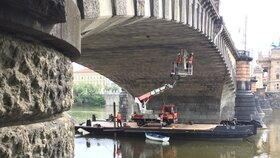 Průzkum mostu Legií začne v pondělí omezovat dopravu. Jak tudy projedete?
