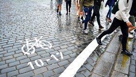 Památka na omezení cyklistů v centru, které neprošlo: Bílé čáry jsou na zemi pořád! Proč?