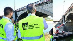 Začíná další průzkum Hlávkova mostu: Na měsíc a půl omezí provoz aut i tramvají