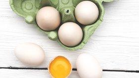 Skořápky od vajec rozhodně nevyhazujte. Pomůžou na zahradě i v koupelně