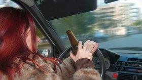 """Olomoucká """"matka roku"""": Za volant sedla namol opilá, roční dcerku ani nepřipoutala!"""