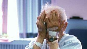 Senior na smrtelné posteli odkázal statisíce cizím lidem: Rodina to oznámila policii!