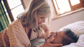 Tři božské sexuální polohy, které zvládnete i ve zralém věku
