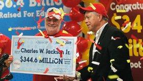 Důchodce vyhrál  v loterii 7,6 miliardy: Životní čísla byla v koláčku štěstí z restaurace