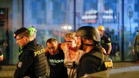 VIDEO: Teroristé v obchoďáku na Smíchově! Policie rozjela cvičení, výstřely i vrtulník budily Pražany