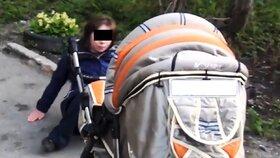 Matka zpitá pod obraz: Nejdřív málem převrátila kočárek s dítětem, pak napadla policii