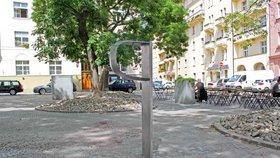 Nové pítko v Holešovicích: Voda z něj jde trativodem přímo ke kořenům stromu