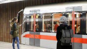 """Na """"céčku"""" přibyl signál: Cestující si nově zasurfují i mezi Muzeem a nádražím Holešovice"""