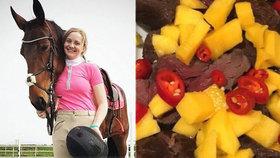 Mladá jezdkyně (18) snědla svého koně: Vyhrožují jí smrtí!