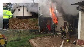 Požár chaty vČernošicích: Na místě uhořel jeden člověk a zvíře