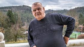 Boj o život písničkáře Nedvěda (72): Vytáhli z něj 16 litrů vody!