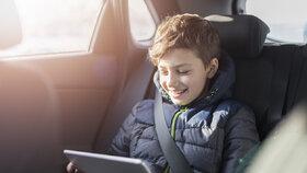 Táta půjčoval malému synkovi mobil: Z účtu mu zmizely desítky tisíc!
