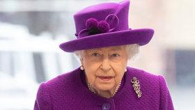 První slova královny Alžběty o koronaviru: Jsme připraveni, vzkazuje Británii