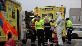 Několik stařečků zemřelo s covid-19 v domovech seniorů. Praha zřídila na pomoc krizový tým zdravotníků