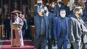Velkolepý pohřeb v rodině Kočků! Šéf klanu Václav (78) přišel o bratra, loučily se s ním desítky lidí